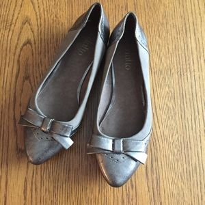 BRAND NEW Pointed Taupe Flats